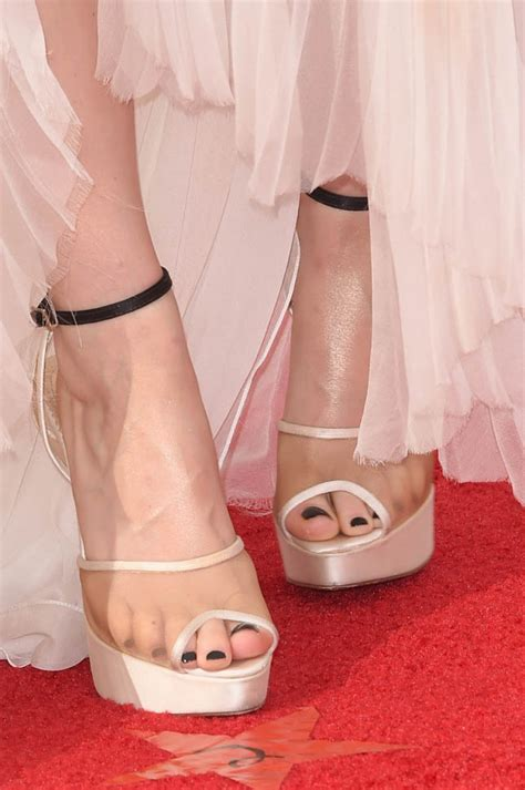 Kate Mara repeats her ugly shoes at the 2014 Emmy Awards