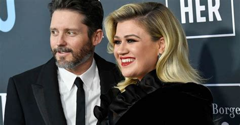 Kelly Clarkson says she can't be 'truly open' about
