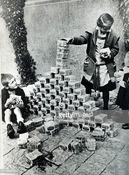 Hyperinflation of German currency, 1923