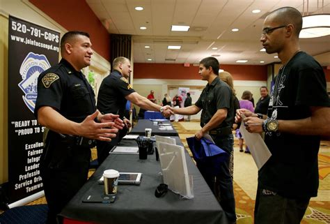 Tucson police employees could earn $3K for officer recruit