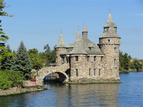 Ivy Lea to USA Bridge - Picture of Thousand islands