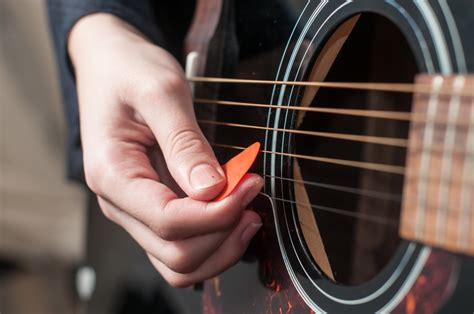 15 Easiest Love Songs to Play on Acoustic Guitar - Insider