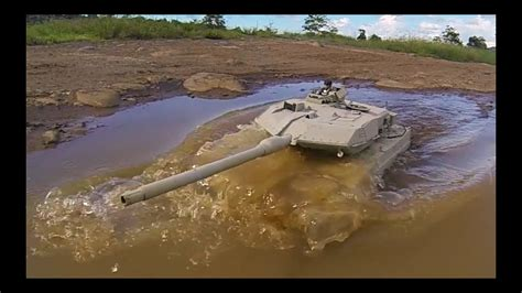 RC tank Henglong Leopard 2A6 and ZTZ99 - YouTube